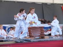 Die Kinder der Allkampf Abteilung Göggingen zeigen ihr Können auf dem Stadtfest